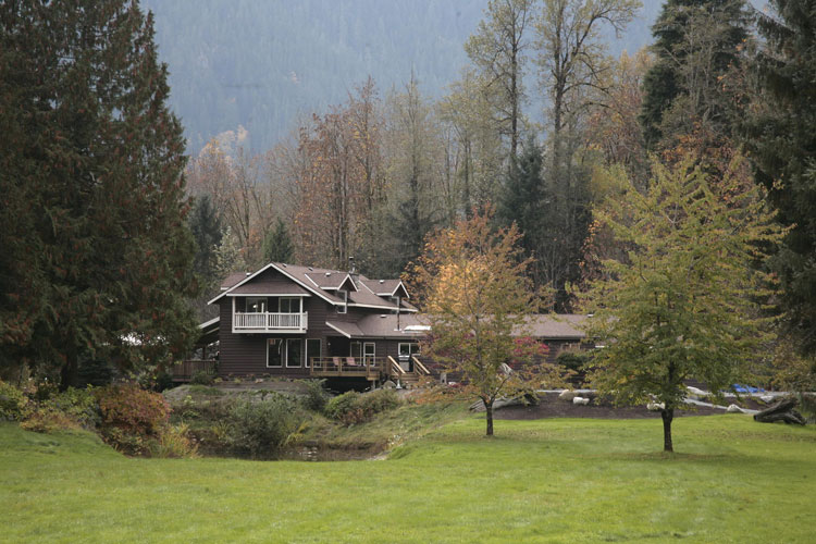 Eagle Valley Retreat Lodge for corporate retreats, business retreats, wedding venue, workshops, seminar near Vancouver and Whistler in Squamish, BC